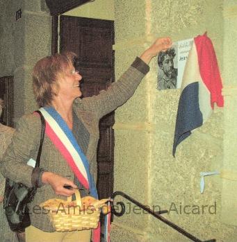 Madame Le Maire inaugure la bibliothèque
