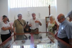 Jean-Pierre Dubois donnant des explications